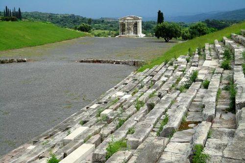 714g6 Messène, stade et mausolée des Saithides (famille i