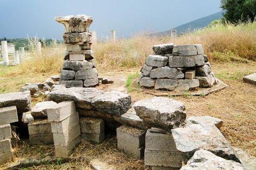 714h6 Messène, toit conique de monument funéraire