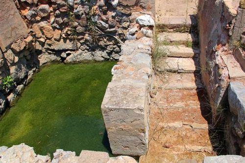 736c4 site minoen de Zakros, bassin lustral
