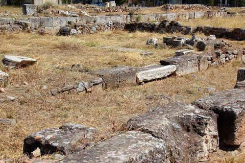 750d4 sanctuaire d'Eleusis, silos des premières récoltes