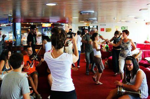 754a3 fête à bord du ferry