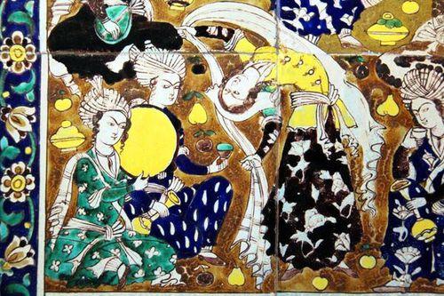 761g2 Panneau carrelage, scène de cour (Iran, 19e s.)
