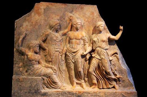 763c4 Musée de Brauron (Vravrona), Zeus, Léto, Apollon et