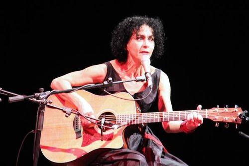 776g2 Angelika Ionatos en concert à Athènes