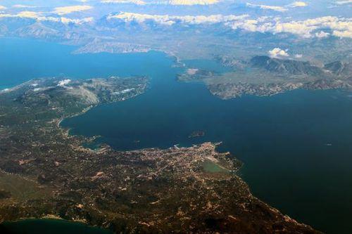 794d1 La côte est de Corfou vue d'avion