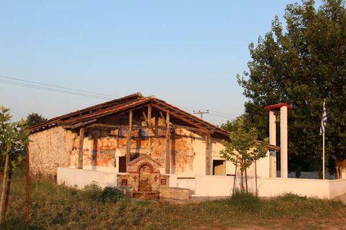 817a3a petite église à Dion