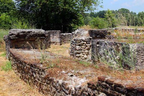 817d2b Dion, théâtre romain