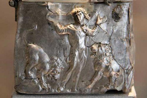 832e1b reliquaire en argent, fin 4e siècle