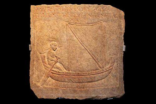 834c8d pierre funéraire d'un pêcheur (3e s. après JC)