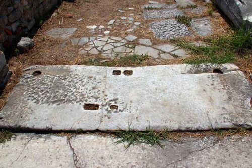 842f2 Seuil de porte, site archéologique de Philippes
