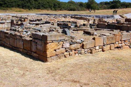 846c6 Abdère, monument funéraire de six tombes