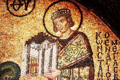 870j4c Constantin présente sa ville à la Vierge