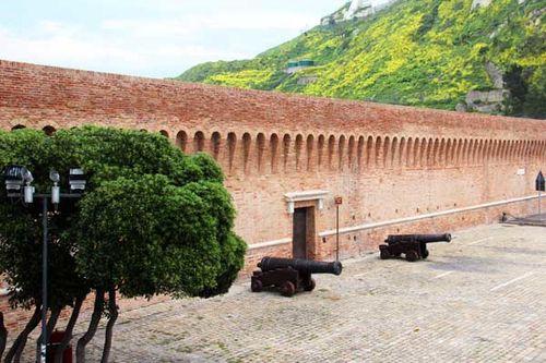 910c1a Ancône, murs du port (14e s. puis 16e, 18e, 19e)