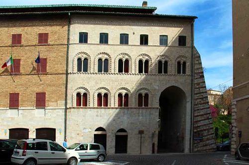 910d1 Ancône, palais du Sénat, façade 13e siècle