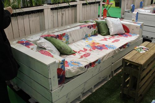 Jardin banquette idee for Salon en palette