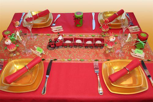 Une d coration de table de no l pour enfants d corations - Photo decoration table de noel ...