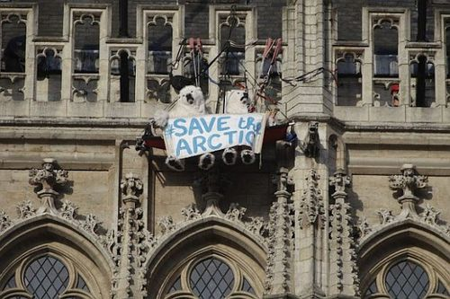 Greenpeace-SAVEARCTIC-Brussels1-copie-1