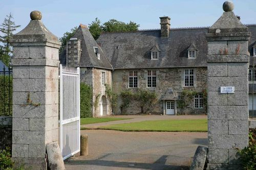 entree-du-logis-d-equilly