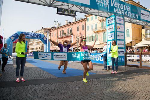 Veronamarathon 2014 (13^ ed.). Alex Chepkwik Saekwo ed Erika Bagatin i vincitori della 42,195 km. Un successo organizzativo, con oltre 8000 presenze