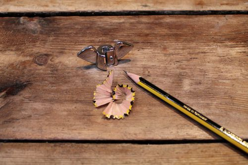 18479_wing-nut-sharpener-with-pencil-on-table.jpg