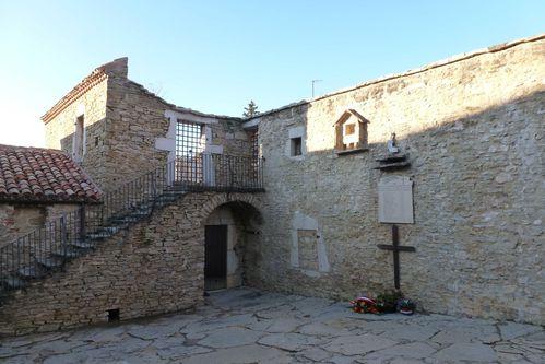 P1030302 Mur des fusillés, la Chapelle en V revue