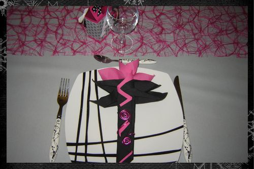 D co de table en rose et noir halloween 2011 quand for Deco table rose et noir