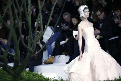 1834747 5 5d11 defile-dior-haute-couture-printemps-ete-2013