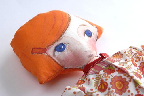 poupee-en-tissu-en-kit-detail-1.jpg
