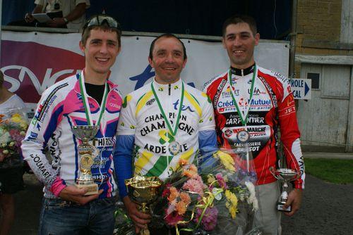 Podium-Pass-Cyclisme-Petit-Noirot-Guffanti.JPG