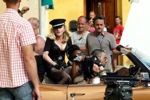 20120618-pictures-madonna-turn-up-the-radio-set-23