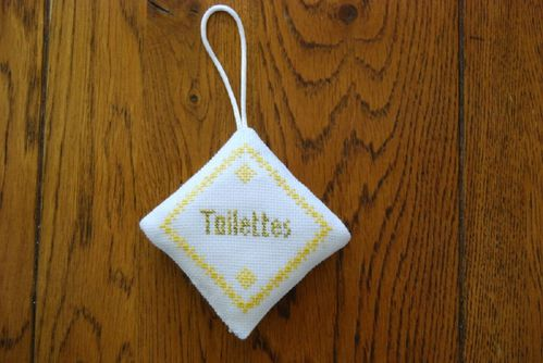Suspension toilette jaune