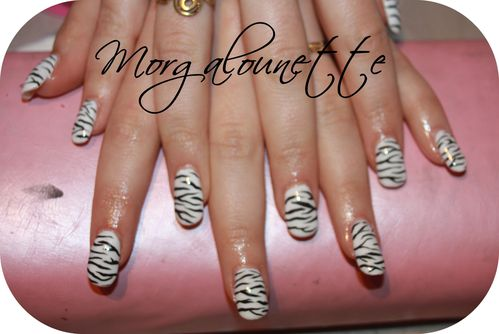 pose en gel integrale nail art zèbre Morgalounette (1)