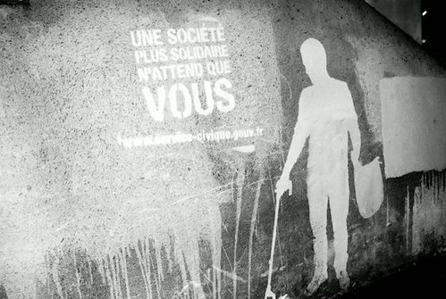 service-civique-clean-tag-paris-TBWA-graffiti-3.jpg