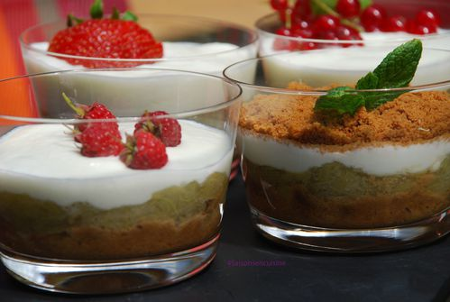 Mousse-de-yaourt-compotee-de-rhubarbe-speculos.jpg