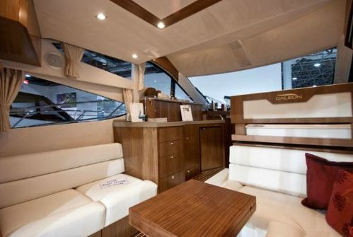 Galeon-38-Fly-interieur.JPG