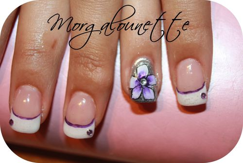 pose en gel french fantaisie strass et fleur one s-copie-1