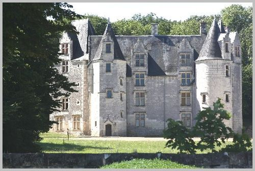 Chateau-prive-forteresse-Chinon 4322