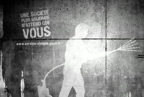 service-civique-clean-tag-paris-TBWA-graffiti-2.jpg