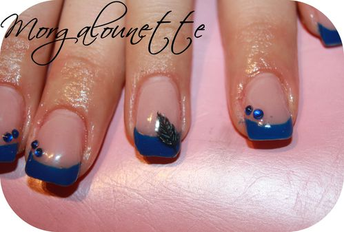 pose en gel french bleue nail art plume Morgalounette (2)