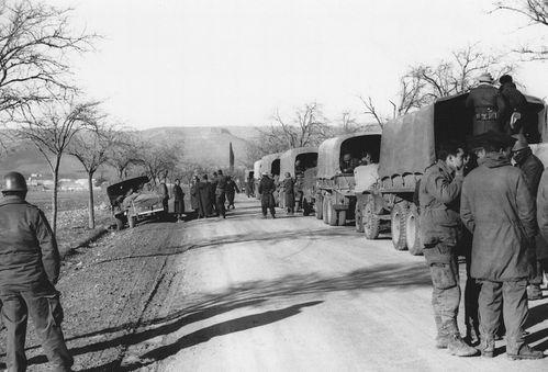 1961-001--Samedi-18-mars--la-Cie-remonte-vers-le-barrage-ma.jpg