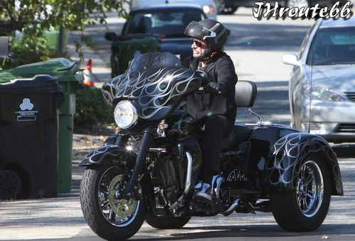 Rides Johnny Hallyday sa moto photo du 11.avril.2011 n5