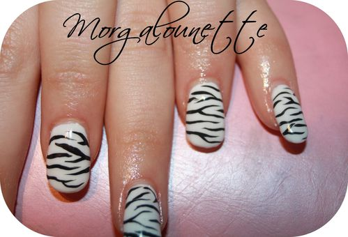 pose en gel integrale nail art zèbre Morgalounette (3)