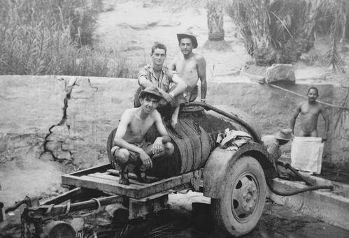 1960-010- Récupération de l'eau à la source.