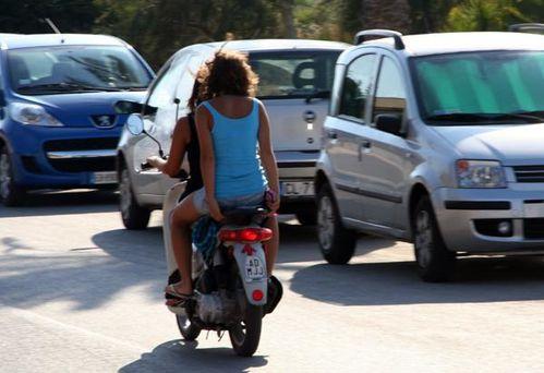 573g Pas de casque en Sicile