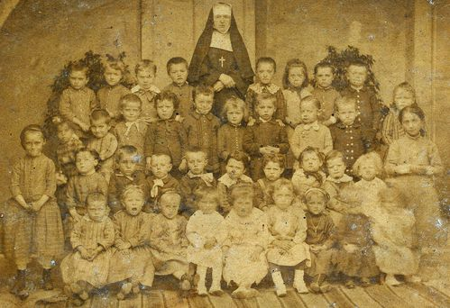 Photo maternelle vers 1900