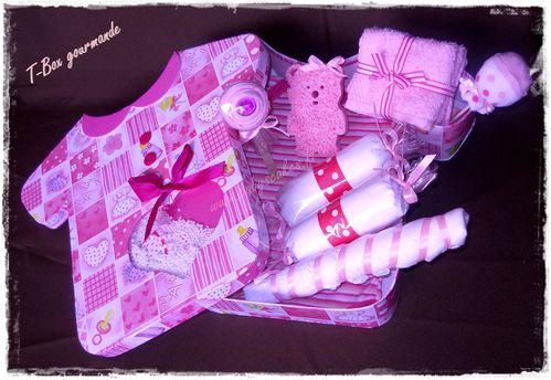 Boite-cadeau-de-naissance-body-bebe.JPG