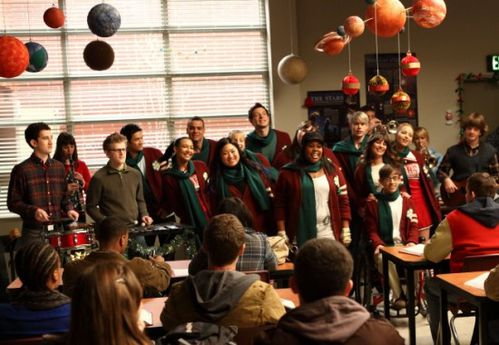GLEE-A-Very-Glee-Christmas-550x380.jpg