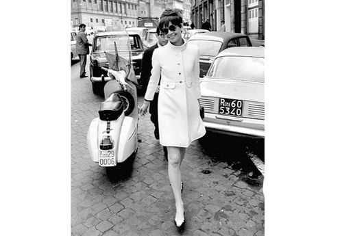 audrey-in-rome-scooter