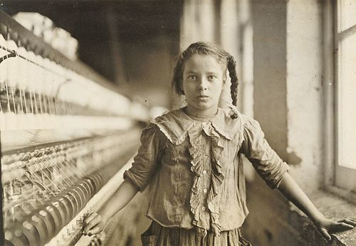 c-Lewis-Hine--Cotton-Mill-Worker--North-Carolina--copie-1.jpg