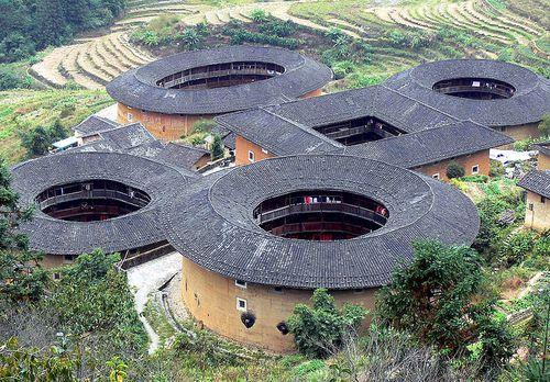 Tulou-Snail pit Wikipdia-Gisling